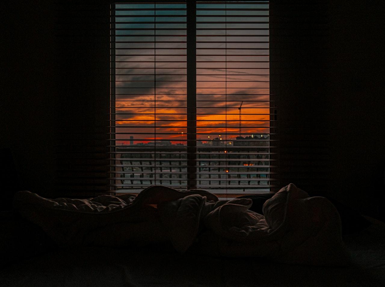 bed donker raam