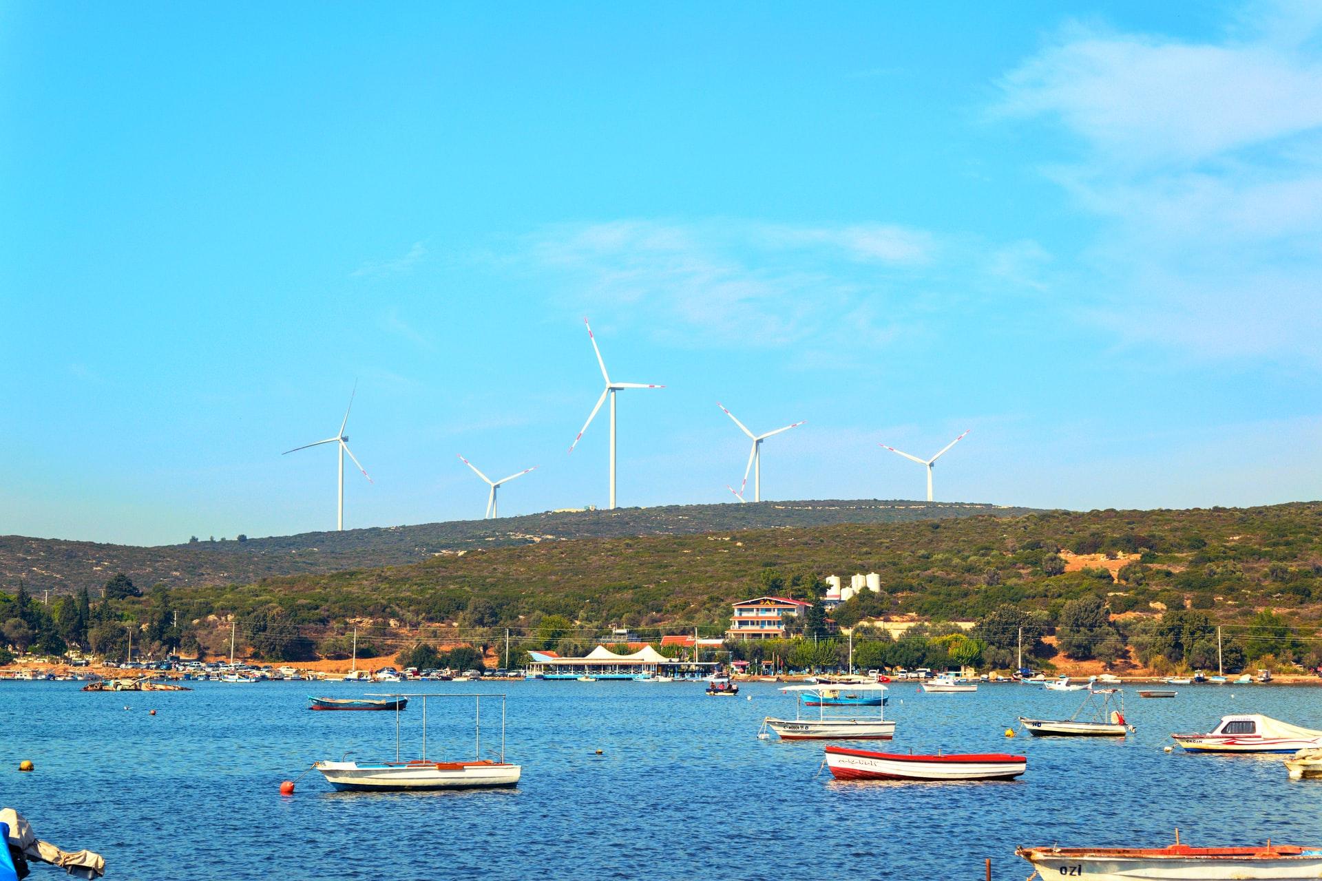 windmolens op heuvelrug